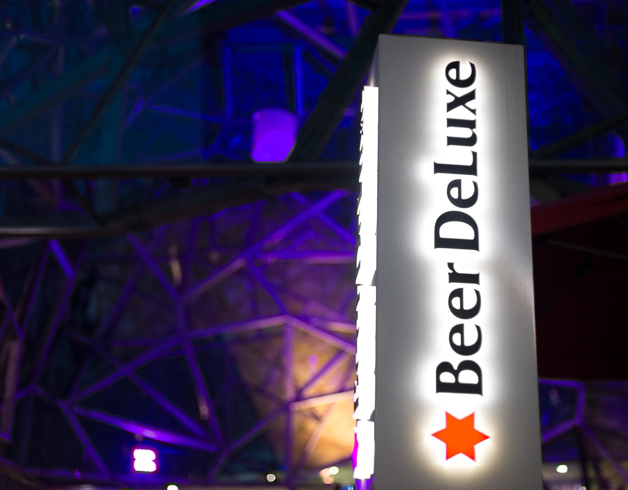 beer deluxe sign
